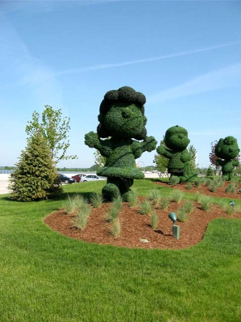 10ft PEANUTS Topiary Sculptures for Cedar Fair Amusement Parks