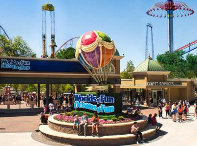 World's of Fun/Oceans of Fun Hot Air Balloon Entry Feature