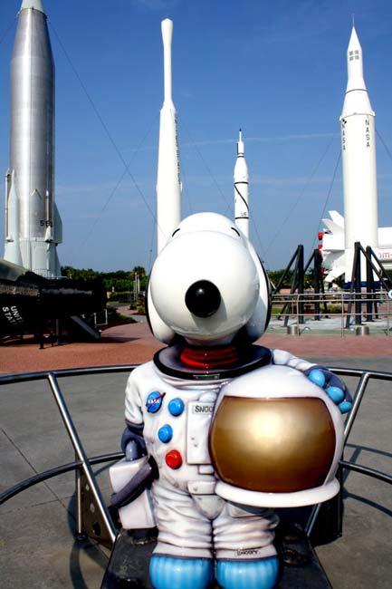 Astronaut Snoopy Statue
