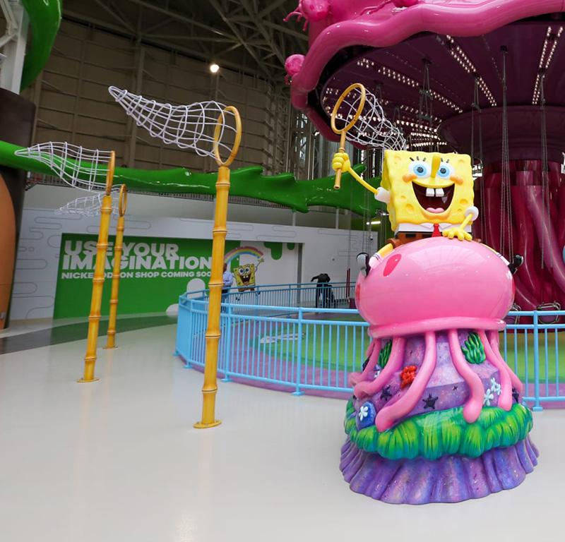 11' SpongeBob on Jellyfish Photo Opp; Eight Standing Nets